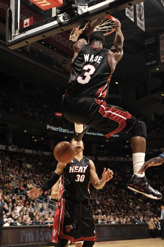 dwyane wade dunk on varejao. Miami#39;s Dwayne Wade